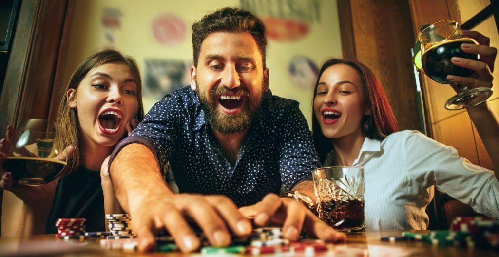 Kasinopelit vai peliautomaatit pelattavaksi